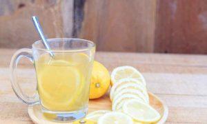 De ce e bine să bei pe stomacul gol apă fiartă cu lămâie